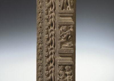 Fragment de jambage d'une porte de temple