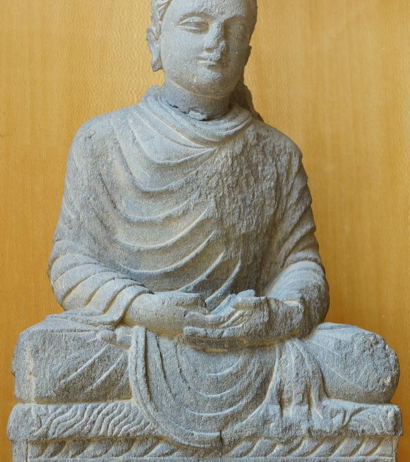 Buddha assis en méditation