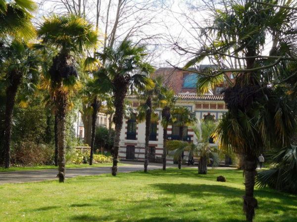 Architecture du musée et jardin exotique