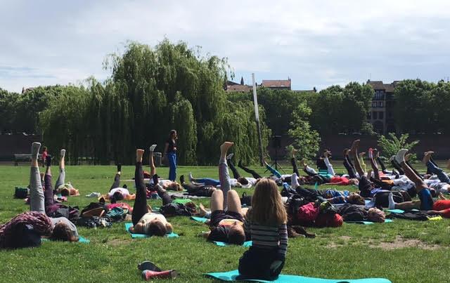 Séance de yoga en plein air