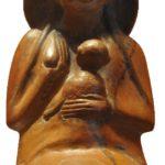 Vase représetant une femme égyptienne tenant son bébé